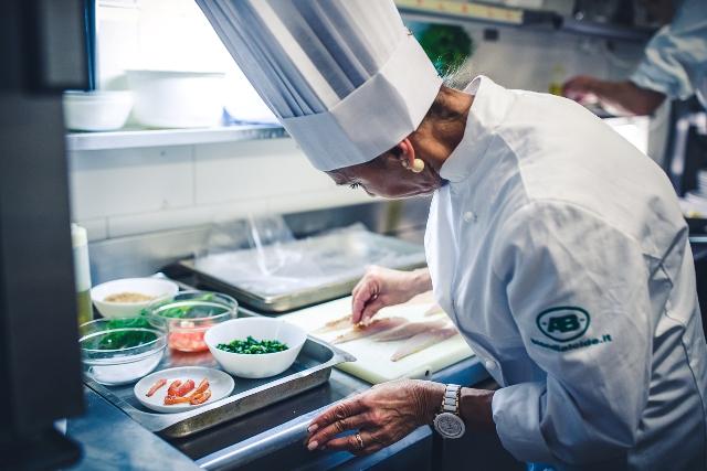"""Una """"Gallinella"""" bella e buona. Il piatto di Antonella Placidi conquista tutti. E' lei la prima finalista di Chef in the City 2016"""