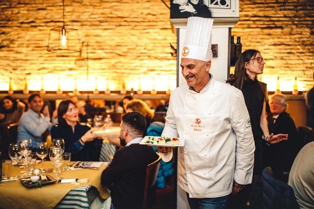 """Un pollo """"allegro"""" e vincente. Enrico Ambrosini, grazie al suo antipasto, conquista la finale di Chef in the City 2016"""