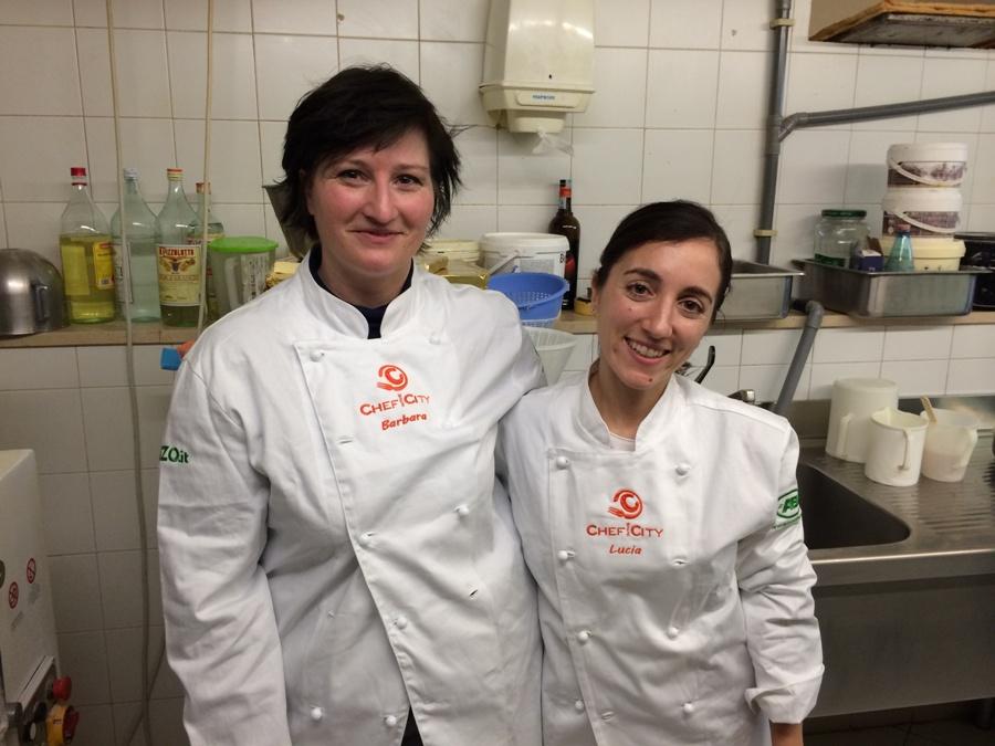 Barbara Giorgi e Lucia Vincenzi nel laboratorio del Bon Bon Art Caf�