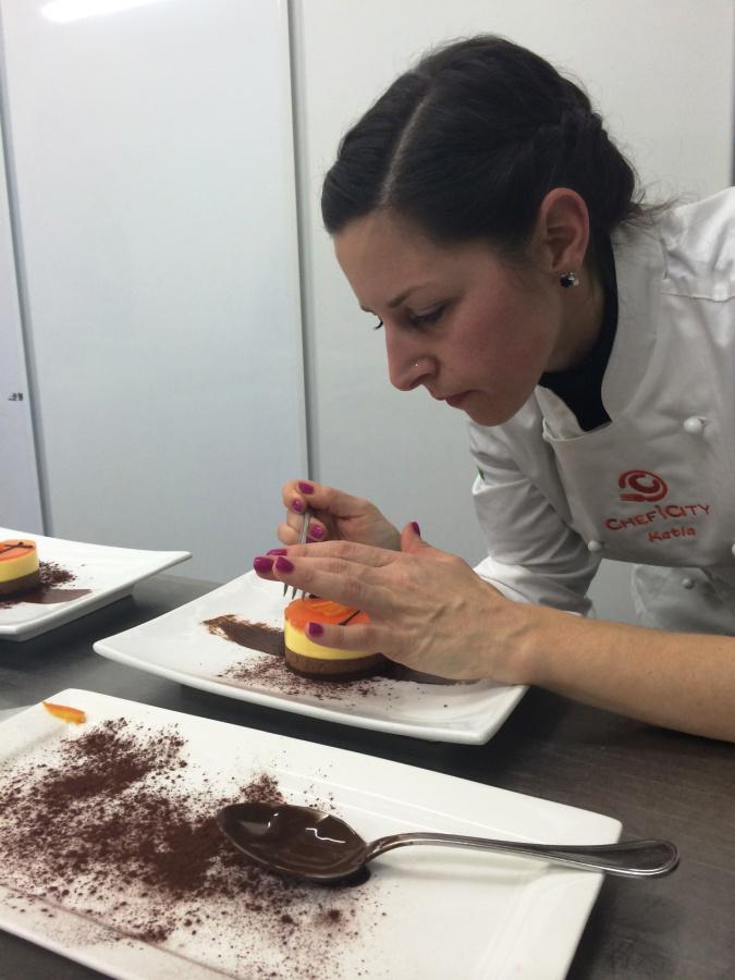 Katia Bortoluzzi lavora alla sua Delizia all'Arancia