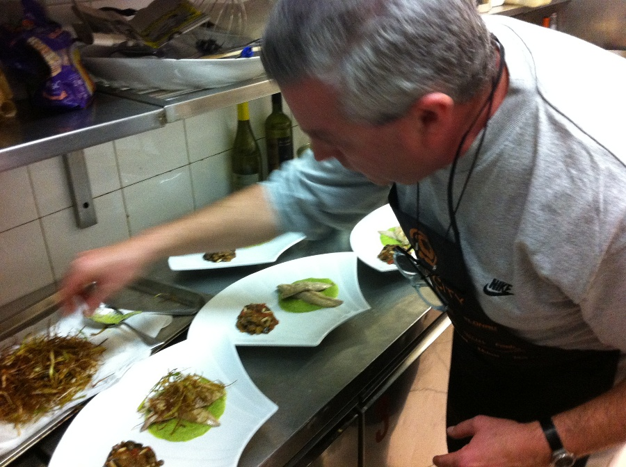 Luigi Orsini mentre compone il suo piatto - Chef in the City 2013