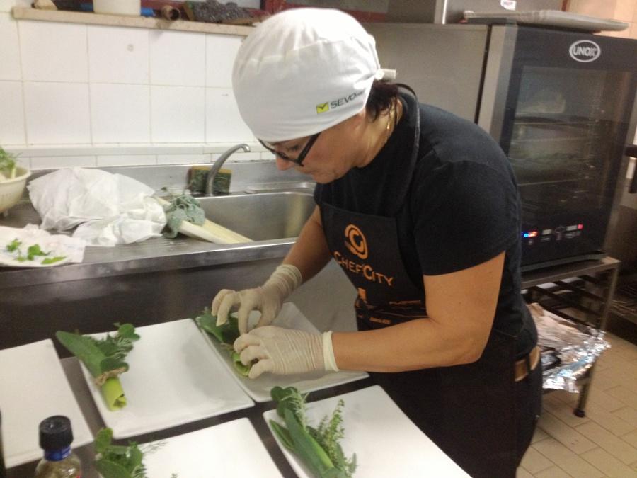 Cristiana Francolini prepara la sua Spigola alla Nando con contorno di melanzane alla Fiore