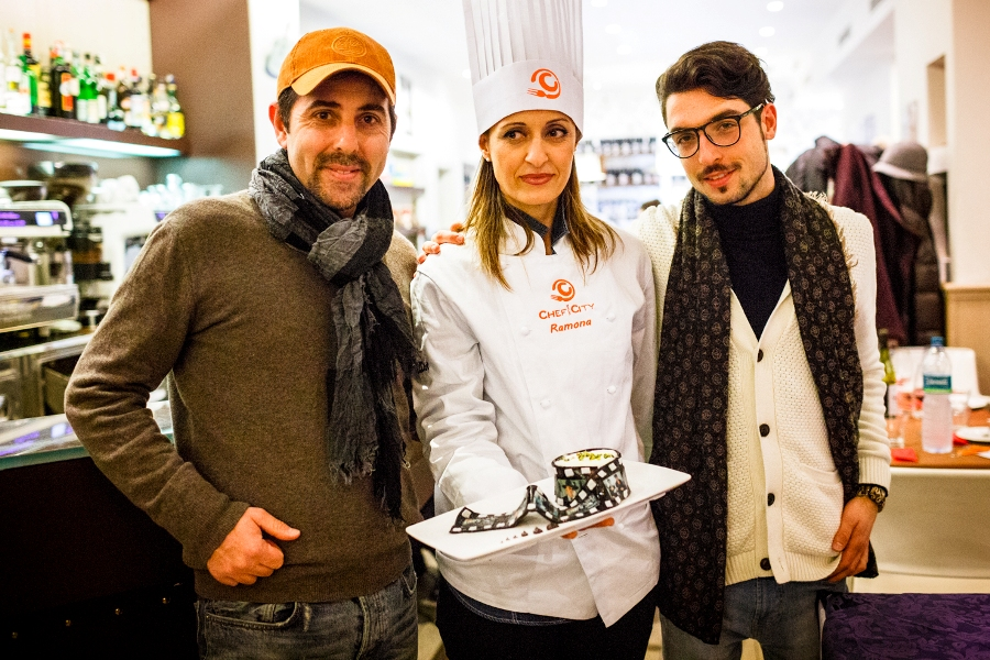 Ramona Neri insieme al regista Henry Secchiaroli, all'aiuto regista Simone Corallini e a... Gli Sbancati
