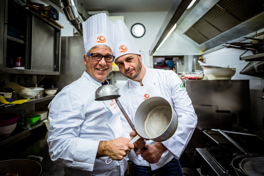 Giuseppe Burini e Marco Vitali in cucina