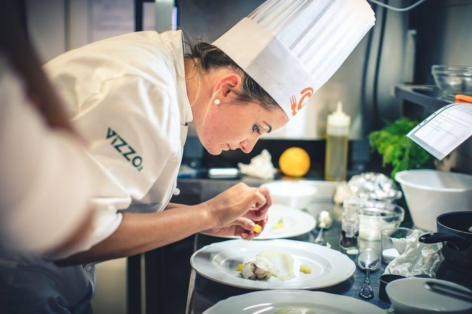 Stefania prepara il suo piatto